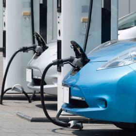 voiture electrique en charge